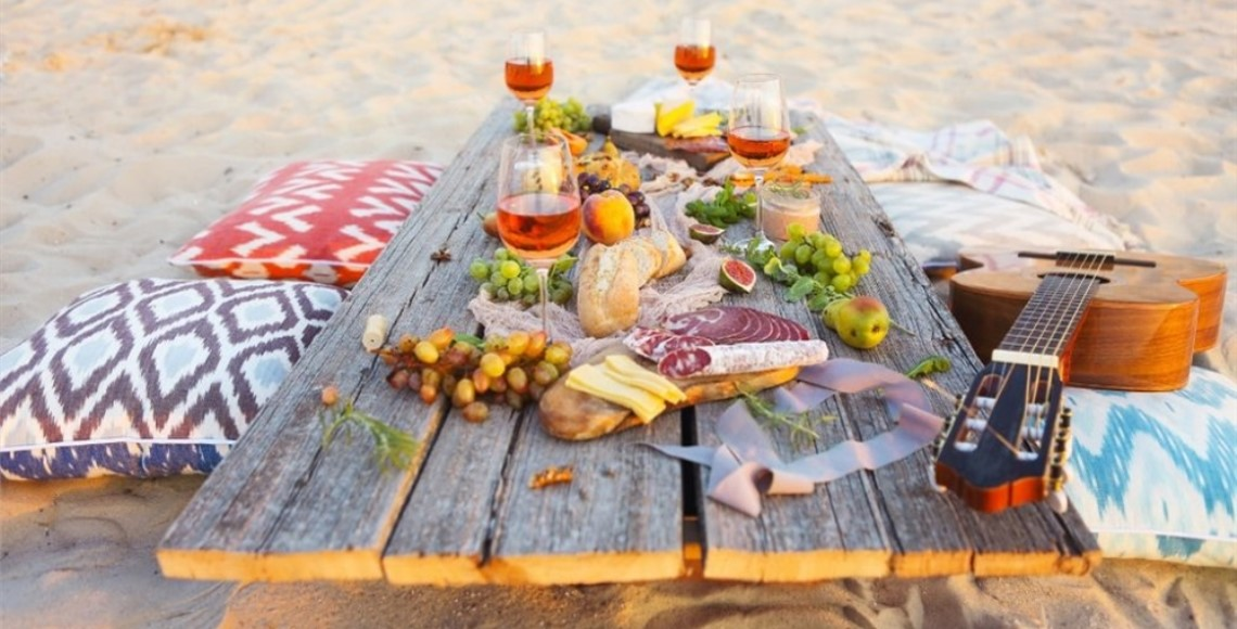 Romantisches Picknick am Strand